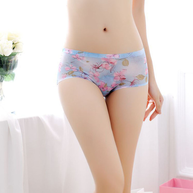3333fed0b137 Printing Hot Sale Seamless Briefs Everyday Underwear Women Panties  Traceless Raw-cut Sexy lingerie Hipster Pink Briefs intimate