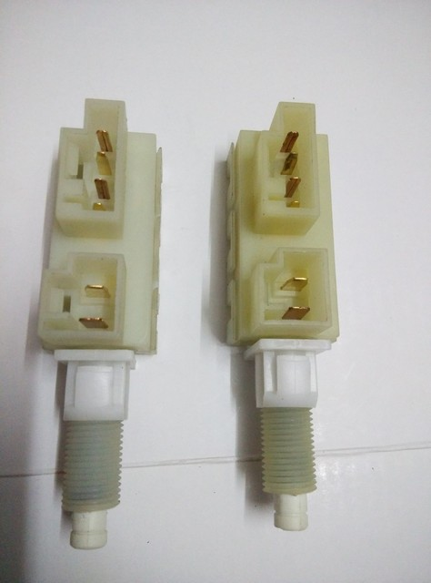 Original Brake Light Switch/Parking Lamp Switch/STOP LAMP Switch Assy For  Buick Regal