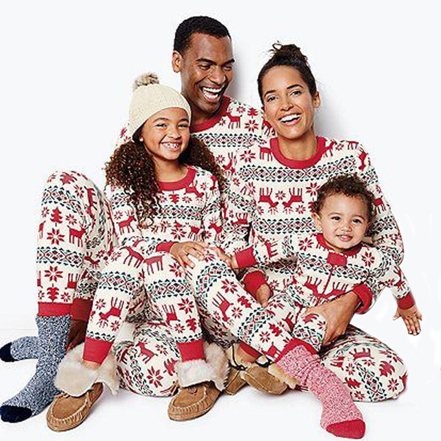 Elk Printed Matching Family Outfits Father Mother and Kids 2018 Christmas  Pajamas Home Sets Sleepwear Red Family Look Clothes b31af523c
