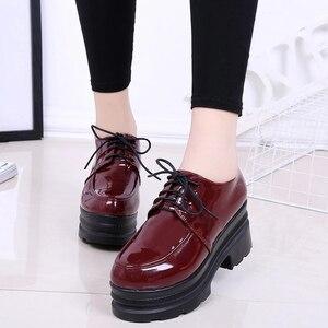 Image 3 - LUCYEVER zapatos de tacón alto para mujer con plataforma cuña, calzado informal de punta redonda con cordones, de piel sintética, color negro