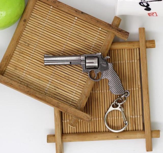 Fashion Miniature Revolver Pistol Weapon fashion Model Keychain Key Rings New Mini Gun key Chain For Men Jewelry Surprise Gift