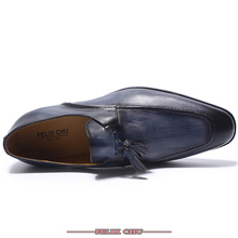 купить 2019 FASHION LUXURY GENUINE LEATHER TASSEL LOAFERS CASUAL SHOES MEN CALF LEATHER SLIP ON FOOTWEAR MALE BUSINESS PARTY WEDDING дешево