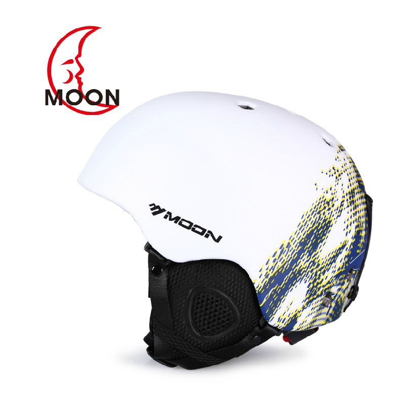 MOON Ski helmet Ultralight and Integrally-molded Breathable Snowboard helmet men women Snow Skateboard helmet Multi Color