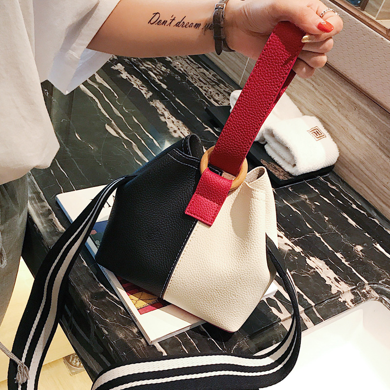 HISUELY Hot Sale New Women PU Leather Handbags Tassel Fashion Designer Black Bucket Vintage Shoulder Bags Women Messenger Bag 1