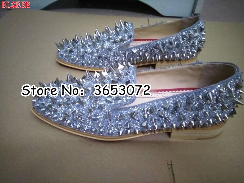Nowa gorąca sprzedaż mężczyźni Shinny Glitter płaskie buty Gold Spike mężczyźni próżniacy Slip On nity Prom sukienka na wesele buty srebrny złoty niebieski w Męskie nieformalne buty od Buty na  Grupa 3