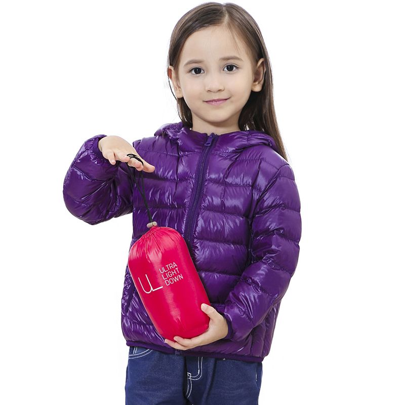 купить Children Down Jackets 2018 New 90% White Duck Down Hooded Kids Winter Jackets for Boys Girls Ultra Light Portable Winter Coat по цене 935.65 рублей