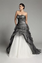 2015 New Arrive Sweetheart Beaded Ball Gown Wedding Dress Black&White Puffy Lace Up Sleeveless Sweep Length Custom Bridal Gowns