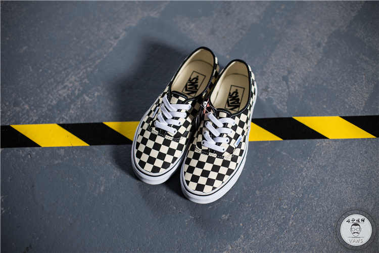 8ffa96137d ... VANS Classic Men and Womens Sneakers Checkerboard lattice white black  grid tie canvas shoes