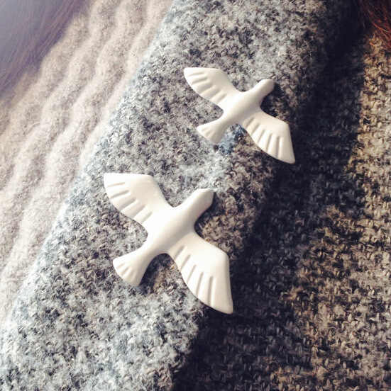 Hot 2016 New Swallow Brooch Acrylic Vintage White Peace Dove Animal Birds Brooch Pin Fashion Jewelry Girl Accessories For Women