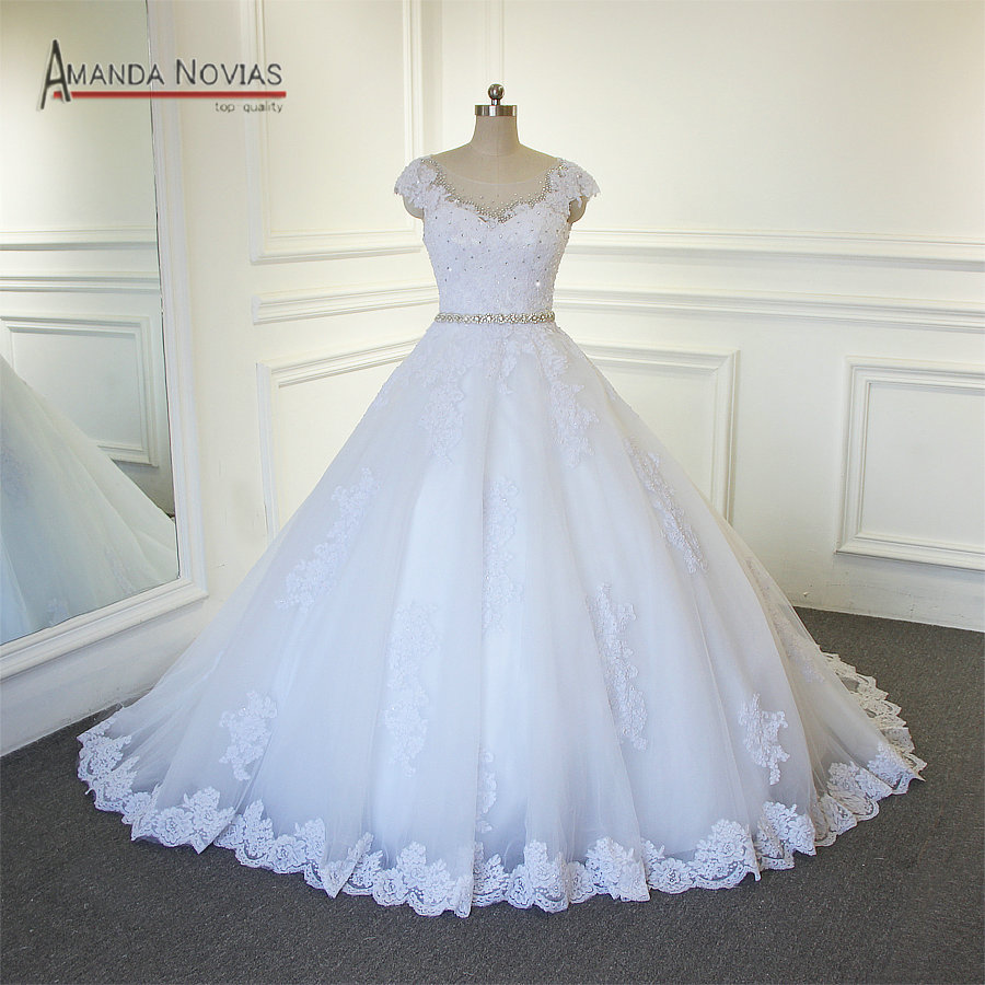 2019 New Design Wedding Dress With Nice Back Buttons Lace
