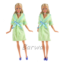 цена Clothes Set One Pcs Doll Bathrobe Bathroom Suits Winter Wear Sleeping Outfit For Barbie Doll Accessories Girls' Favorite Gift онлайн в 2017 году