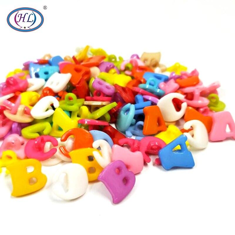HL 50/100PCS Color Mix Alfabeto Botões De Plástico Haste Ferramentas de Artesanato DIY Acessórios de Costura de Roupas das Crianças