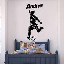 Персонализированная виниловая наклейка на стену с именем футбольного игрока, обои для домашнего декора для мальчиков и подростков DZ25