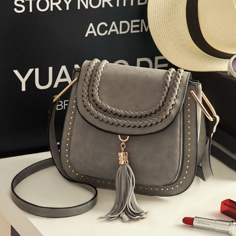 2017 new women Saddle Tassel bags women shoulder bag women messenger bags sac a main femme de marque celebre ME653 exclusive limited women tote bag handbags high quality shoudler bags with hair ball ornaments sac a main femme de marque celebre