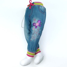 цена на (2014  products) Girl's denim slacks children's wear blue jeans with flowers design and colorful pockets(ZQ-52917)