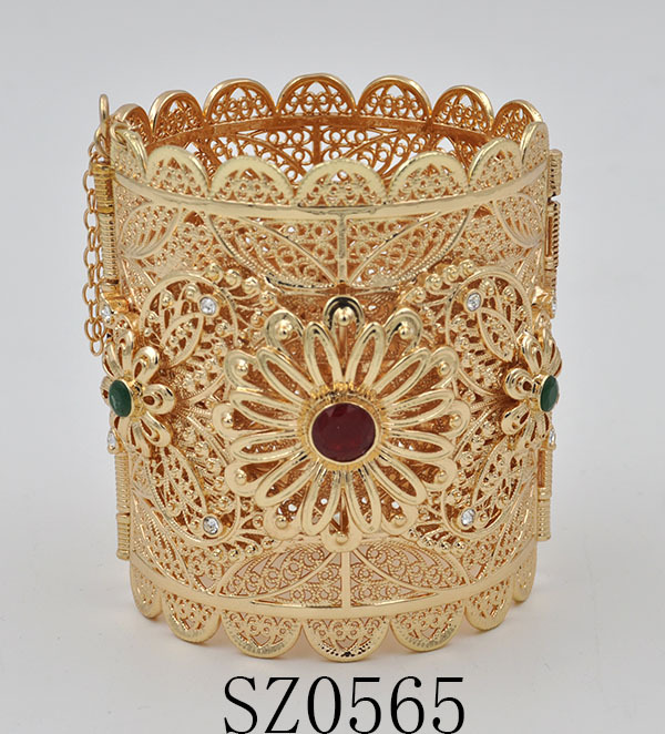 Saudi gold jewelry