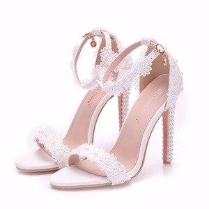 Image 5 - Женские свадебные туфли на тонком высоком каблуке, украшенные кристаллами и жемчугом, свадебные босоножки с белыми цветами, женские летние свадебные туфли