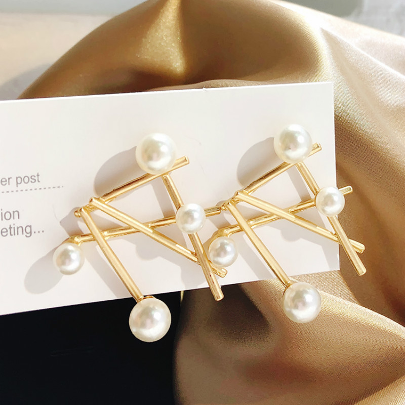 Trendy Metal Geometric Women Dangle Earrings Metal Pearl Earrings For Women Drops Earrings Exaggerated Earrings