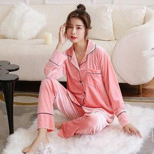 Image 5 - JULYS SONG Pijama de otoño e invierno para hombre y mujer, ropa de dormir de manga larga con Top y pantalones de terciopelo dorado
