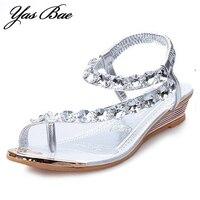 2017 Diseñador de Verano Moda Mujer tong con Clip de diamantes de Imitación Plana señora Sandalia de la Correa del Anillo de Bling del dedo del pie Zapato de cuña Del Brillo para femenino