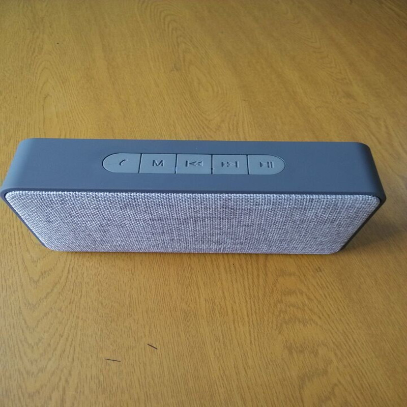 2017 Waterproof Mini Bluetooth Speaker Portable Fabric Speaker Amplifier with Fm Radio