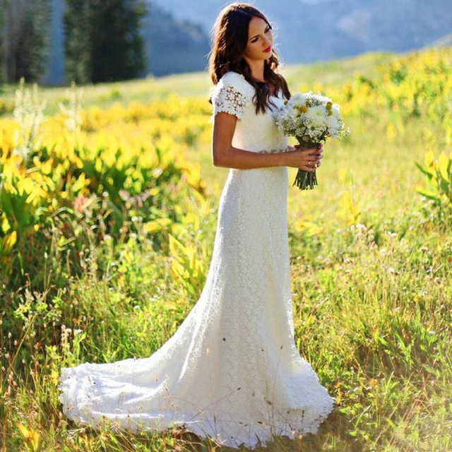 Bohemian Lace Wedding Dresses Short Sleeve Crystals Beaded Sash Bridal Gowns 2016 Country Style Garden