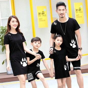 db24d0b16 Ropa familia madre padre e hijos niños vestidos niñas iguales familiares  vestidos mujer mama e hija ropa moda familia ropa igual para hija y madre  conjunto ...