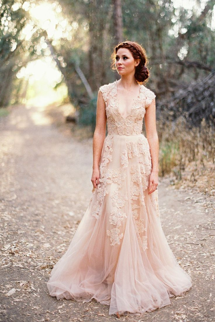 2017 Y Sheer Women Dress Plus Size V Neck Lace Lique Blush Tulle Sweep Train A Line Puffy Vintage Garden Wedding Dresses In From
