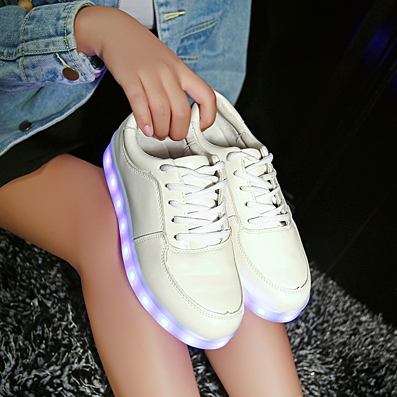 Hot 2017 Wholesale Unisex Men Led luminous Casual shoes USB Rechargeable Colorful glowing trainers Led Lighted