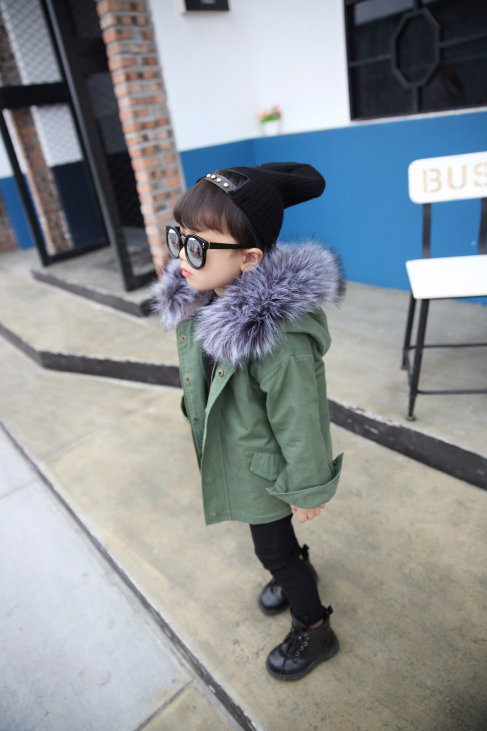 цена на 2017 New Winter Kids Boys Girls Coat Children Thicken Hooded Cotton-Padded Clothes Jackets Fur Collar Overcoat Kids Clothes