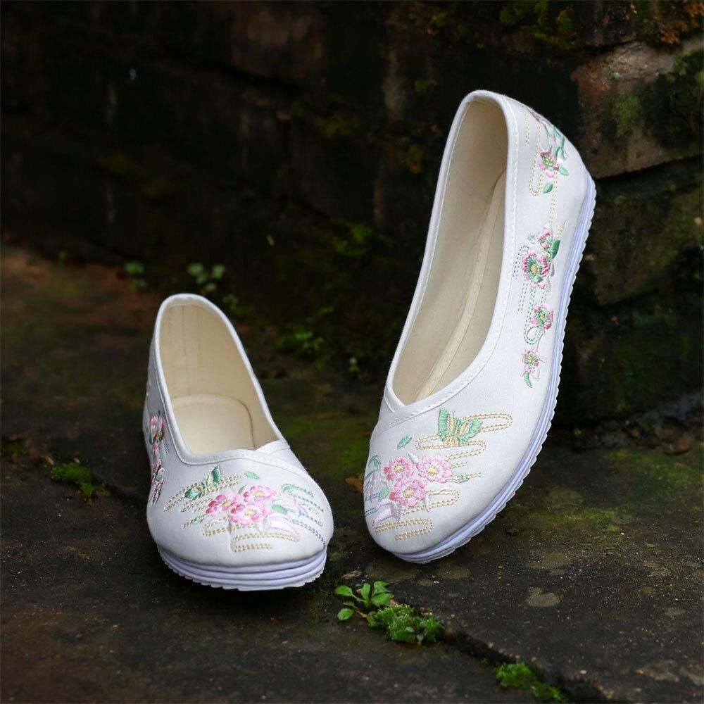 2019 New Arrival Spring & Autumn Flats Sneakers Ladies Melaleuca Backside Hanfu Sneakers Chinese language Wind Embroidery Ladies's Sneakers Fei Yan Ladies's Flats, Low-cost Ladies's Flats, 2019 New Arrival...