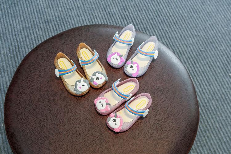 dec7dec856fa 2018 Dijual Hot Gadis Unicorn Sepatu Anak-anak Jelly Sandal Lampu LED Glitter  Sepatu Gadis Kecil Pesta Unicorn Unicorn Dress sandal
