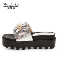 Daidiesha 2018 New Factory Price Mixed Colors Women Shoes Pearl Footwear Stylish Hand Made Crystal Female