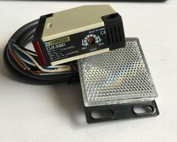 E3JK-R4M1 DC12-24V / AC90-240V световозвращающие фотоэлектрический датчик, бесконтактный выключатель 1,5 м кабель расстояние обнаружения и формирующая л...