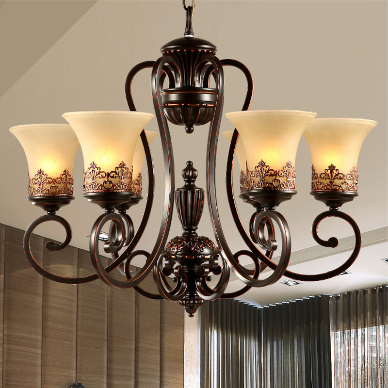 Lustre de chambre à coucher européen et américain lustre en cristal décoratif en fer rustique rétro antique lustres en fer forgé lampe
