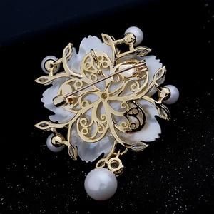 Image 5 - Çarpıcı Vintage beyaz İnci çiçek broş CZ markiz gül altın ton Pistil erik çiçeği Sakura pin broş takı