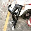 ГОРЯЧАЯ 2016 новые мужские PU кожаные брюки ноги Тонкий брюки Корейских случайные штаны прилив прямые брюки Мото Брюки певица костюмы