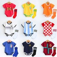 f14611acaeb02 2018 recién nacido bebé verano Unisex fútbol deporte mameluco manga corta  Jerseys del fútbol con Deportes Fútbol calcetines para.