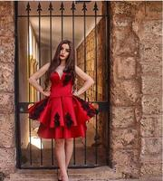 Новое поступление Красные атласные трапециевидные Бальные платья 2018 Милая Аппликация оборки молния сзади до колена платья для выпускного