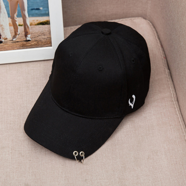 Mens Snapback Hats Solid Color Iron Ring Decor Cotton Hats Women Kpop  Simple Baseball Caps 2018 New Fashion Unisex Accessories 03174487a1a