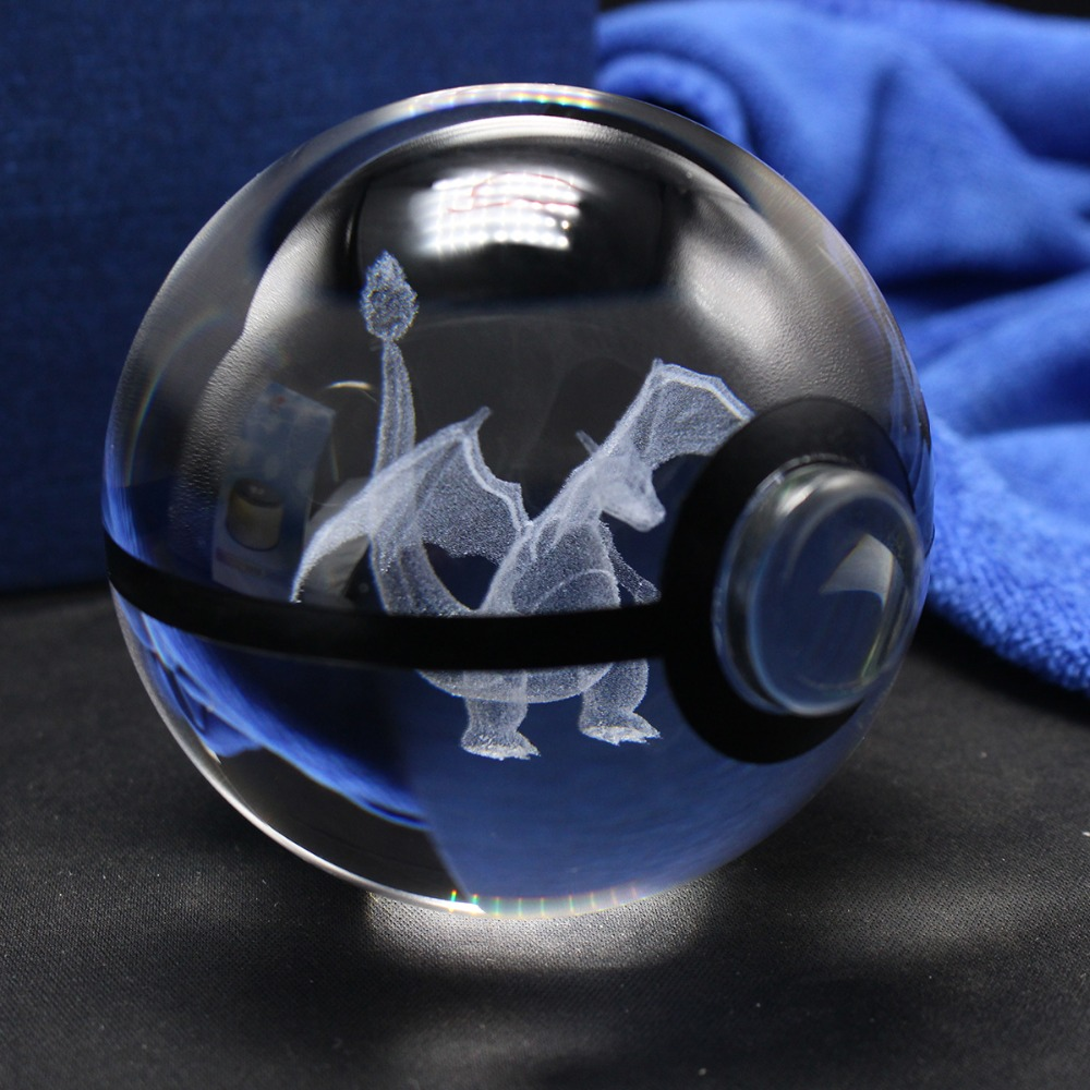 VARM NY 80MM Pokeball Crystal Pokemon Go Ball Med Lasergravering Charizard