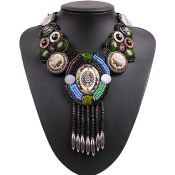 be60a43d2c59 24 piezas de estilos Collar de gargantilla de Bohemia de moda clásico  colgante de Collar de cristal de la joyería aleación terciopelo cuello de  las mujeres