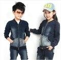 Envío libre de Los Niños ropa de primavera/otoño de la muchacha/del muchacho 100% algodón deportes chaqueta + pantalones unisex traje de mezclilla
