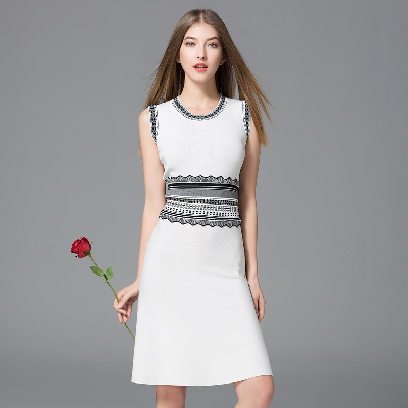 New 2017 women's autumn knitted dress fashionable elegant sexy dress with jacquard decoration and O-shaped collar sleeveless