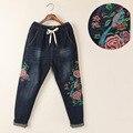 Tendencia nacional de la vendimia más tamaño suelta pantalones vaqueros bordados de flores pantalones harén pantalones femeninos