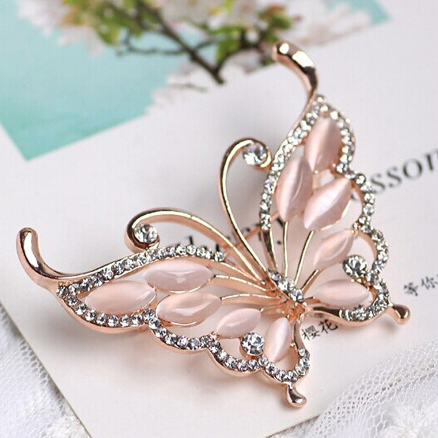 Blucome Gold color Butterfly Brooches Pins Accessories Fashion Women  Rhinestone Brooch pins Best Bridal Jewelry Party 21facfe56e6e
