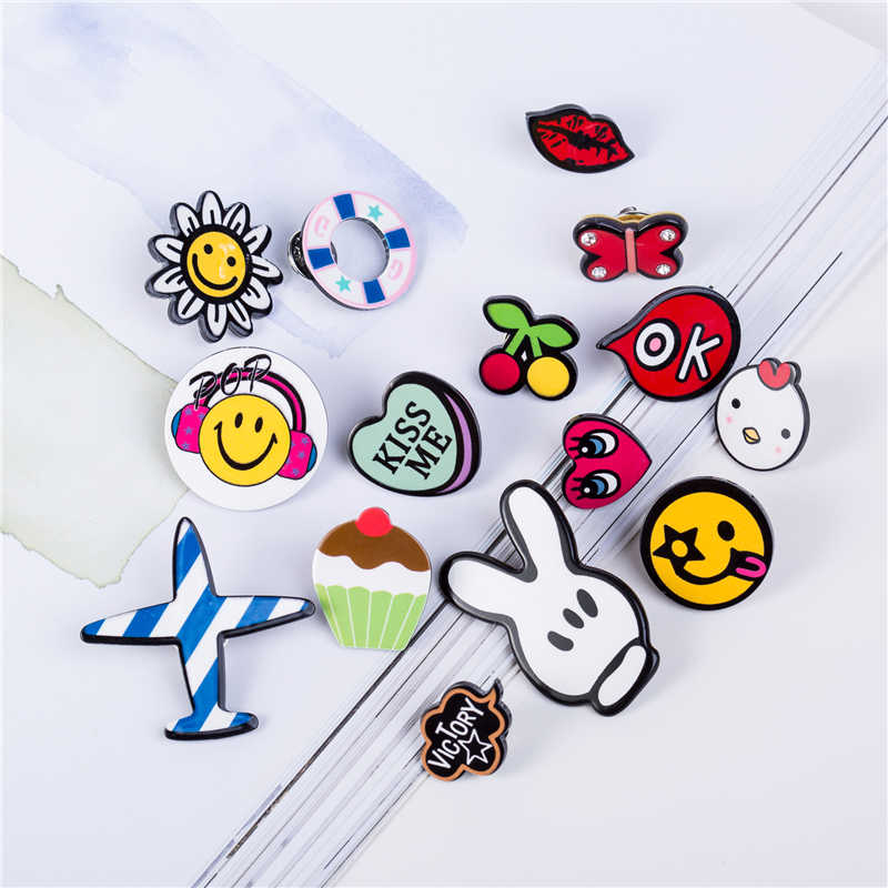 Free Shipping Pin Badge Cartoon Acrylic Badges Icons on The Backpack Decoration Cute Brooch Badges