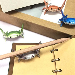 Image 2 - Gewicht Heben Krabben Stift Halter Brillen Halter Waren Rack Vergeben Stift Modell Büro Kreative Dekoration Mit Doppel Clamp Krabben