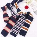 Lo nuevo Tejido Trajes de Negocios MaleTie Cravata Marca Para El Partido Clásico de Rayas Corbatas Lazos de Los Hombres Corbatas Corbata Populares Para Los Regalos