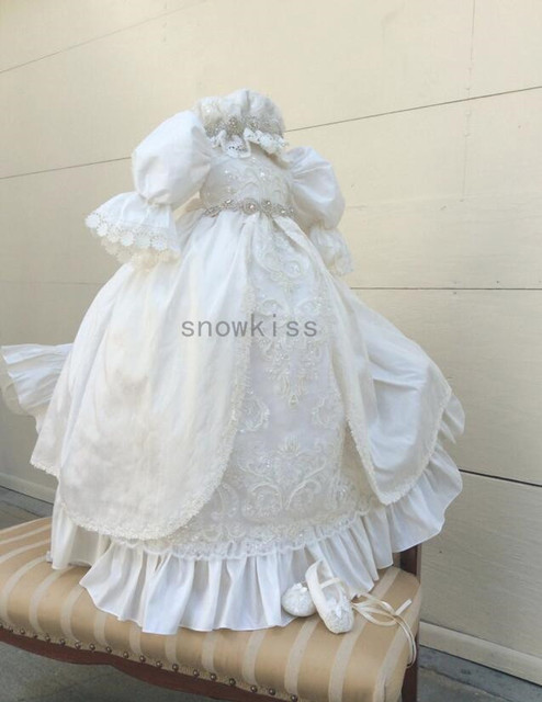 2016 Hot sale Long sleeves Lolita Christening Gown with Crystals Belt Baby Girl Baptism Dresses Lace Applique With bonnet